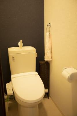 トイレは一階と二階にございます - 四条烏丸シェアサロン.ファースト 町屋風和室の室内の写真