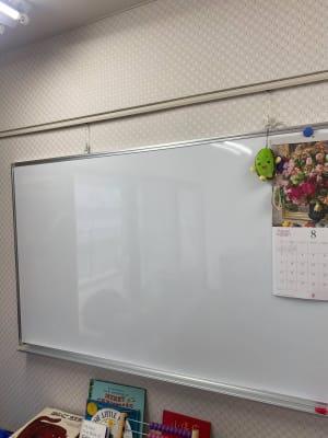 ホワイトボード - 勾当台ハイツ 大部屋(絵本とおもちゃ付き)の設備の写真