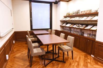 アンドビジョン株式会社 教室2(ピアノスタジオ)の設備の写真