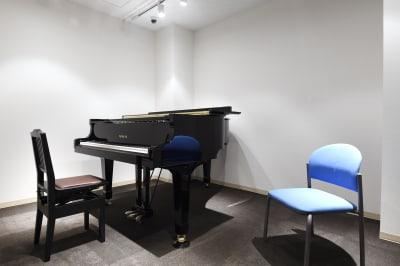 アンドビジョン株式会社 教室1(ピアノスタジオ)の設備の写真