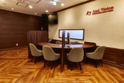 アンドビジョン株式会社 教室3(スタジオ)の入口の写真