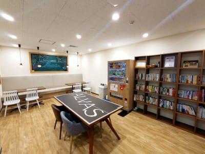 リフレッシュスペースに自動販売機設置してます - 新橋ワークショップ会場 小会議室 Futureの室内の写真