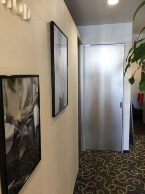 ハリウッドルーム入口ドアです - スぺリアルメソッド表参道店 ハリウッドの室内の写真