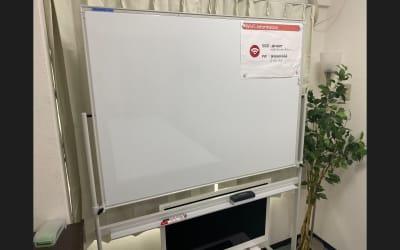 両面使えるホワイトボード。無料です✨ - JK Room 上野駅前2号店 貸し会議室の設備の写真