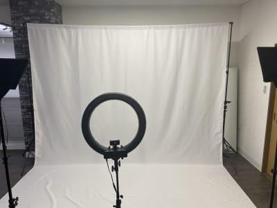 (有料オプション) 撮影セット (白バック¥1500・照明3台¥500) - TCEスタジオ(1F) 時間貸しダンススタジオの設備の写真
