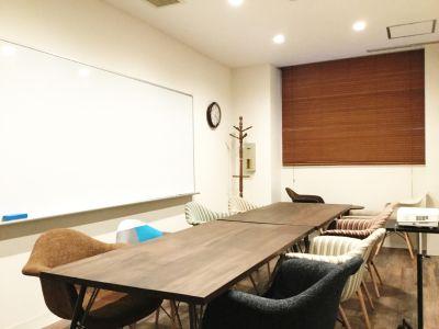 GrinSpace 会議室の室内の写真