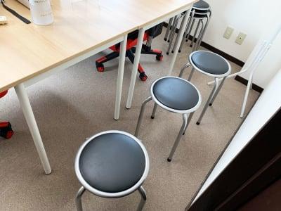丸椅子6脚 - GS町田RSビル貸会議室 オープン特価・ゲーミングチェアの室内の写真