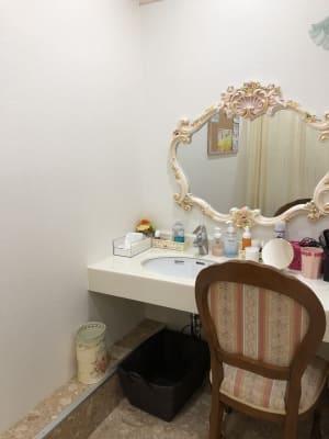 パウダールーム - ビューティーレンタルサロン 清潔感&オシャレな24時間サロンの室内の写真