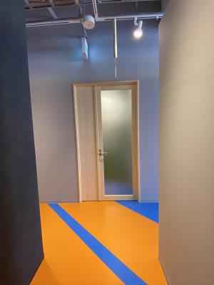 正面入って、正面奥の多目的トイレ向かいが入口です - SPACE0034 多目的小スペース02の入口の写真