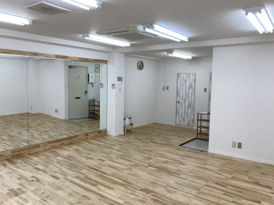 照明の明るさも十分です。 - レンタルスタジオ 3CLAPS 広島レンタルスタジオの室内の写真