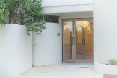 ビルの入り口になります。入ってすぐにエレベーターがございます。 - レンタルフォトスタジオSORA レンタルフォトスタジオ宙の入口の写真