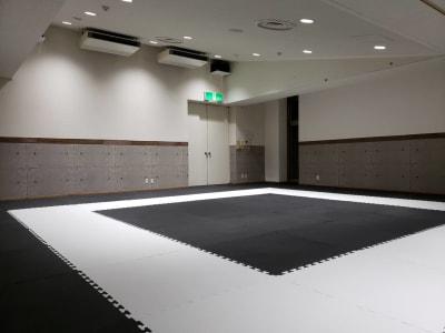 鏡無し&運動マットですので、特にスポーツに向いてます☆ - レンタルスタジオBigTree 和泉和気店 Aルームの室内の写真