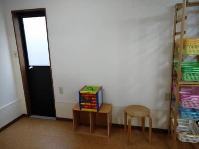Rebornつどい場(空室時のみ使用可:裏口 - Reborn サロンスペースの室内の写真