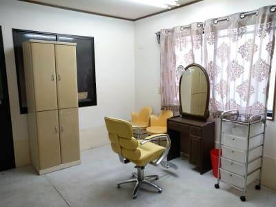 Rebornサロンスペース:カット - Reborn サロンスペースの室内の写真