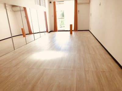 LQ天神橋三丁目セラピールーム スタジオ|ベッド3台のレッスン可の室内の写真