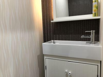 給湯設備はありません。お湯を使用する場合は無料の電気ケトルをご使用ください。  - LQ天神橋三丁目セラピールーム スタジオ内個室サロンB/女性専用のその他の写真