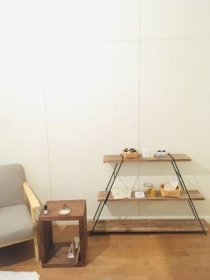 商品棚 - リラクゼーション suisai レンタルサロンの室内の写真