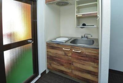 ミニキッチン完備 (IHクッキング、シンク) - マルチアクセス貸会議室@神田南口の室内の写真
