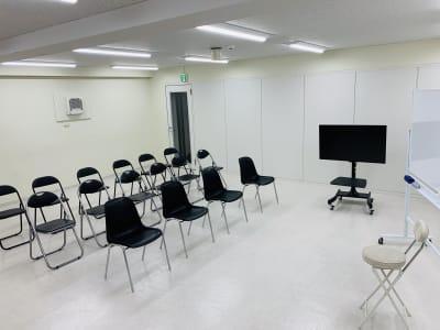 ★ワークショップ、セミナー、ミニライブ適応可【椅子増し応相談】 - FLASHスタジオ-渋谷- レンタルスタジオの室内の写真
