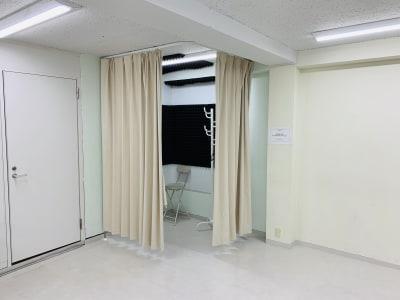 ★スタジオ内更衣室完備 - FLASHスタジオ-渋谷- レンタルスタジオの設備の写真