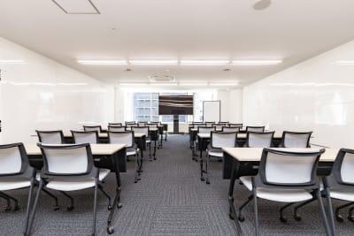 36名着席可能。 - 大阪駅前第1ビル 6F 5-2 会議室の室内の写真