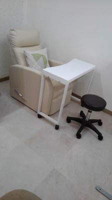 丸椅子もあります - リラク&エステ らくーる 3Fネイル・まつ毛ブースの設備の写真