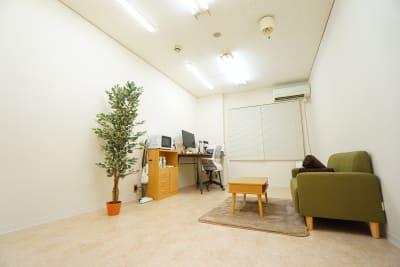 【緑ワークスペース】 緑ワークスペースの室内の写真
