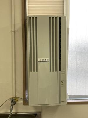 もう一台冷房専用エアコンを追加設置しました。 暑い日も涼しくご利用いただけます。 - アーバンスペース秋葉原の室内の写真