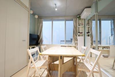 スタジオ メインスペース ダイニングテーブル&チェア - スタジオAXI 原宿店 スタジオAXI エトワール原宿の室内の写真