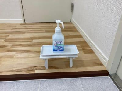 アルコール消毒常備しております。 - レンタルスタジオ 3CLAPS 広島レンタルスタジオの設備の写真