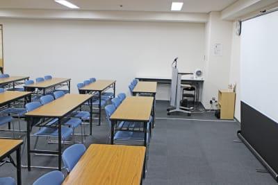 四ツ橋・近商ビル6A(スクール形式) - SMG/ 四ツ橋・近商ビル 45名用セミナールーム(6A)の室内の写真