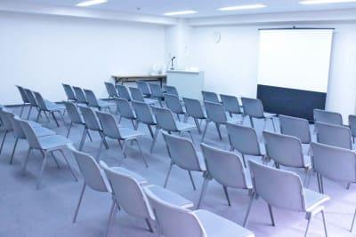 四ツ橋・近商ビル6A(シアター形式)※変更・現状は利用者様にてご対応 - SMG/ 四ツ橋・近商ビル 45名用セミナールーム(6A)の室内の写真