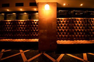 壁面タイル。地明かりのみで雰囲気が出ます。 - SuNaBa 多目的レンタルスペースの室内の写真