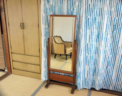レトロな姿見があります。 - 子育てカフェeatoco 2階和室の設備の写真