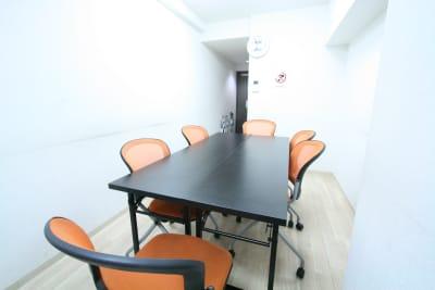 新宿ダイカンプラザB館 ふれあい貸し会議室新宿B-904の室内の写真