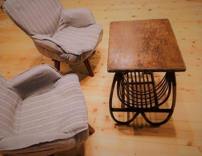 回転椅子2脚とサイドテーブル。他に折り畳み式ダイニングテーブルも有ります。 - 小坪ピアノ室 ピアノ室・サロン(4名様まで)の室内の写真