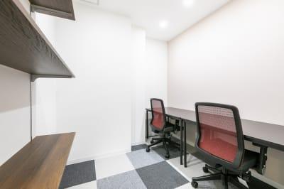 3Fはレンタルオフィスブース!ご希望の方は、コンシェルジュにお申し出ください⭐ - ビズコンフォート仙台クリスロード 8名用会議室の設備の写真