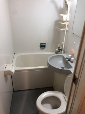 トイレとシャワー - 格安 レンタルオフィス 均一料金!の室内の写真