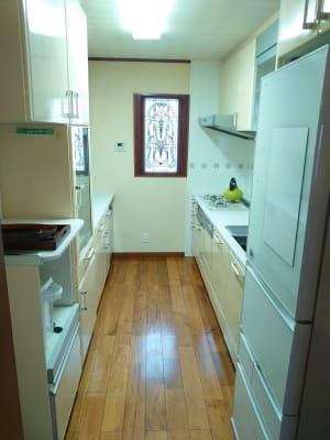キッチン ガスは出ません。ポットと冷蔵庫は使用できます。 - えんぎよしこいずみ 多目的レンタルスペースの室内の写真