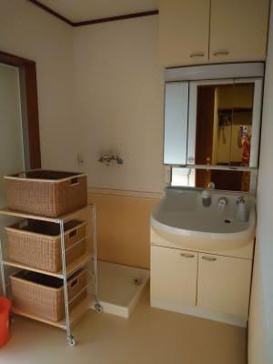 広い洗面所。 着替えやメイクルームとしても使えます。 浴室は使用不可。 - えんぎよしこいずみ 多目的レンタルスペースの室内の写真