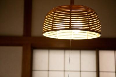 個室照明 - 東京・大島「アイビーカフェ大島」 2階の個室と座敷のセットプランの室内の写真
