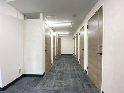 渋谷ワールド宇田川ビル 1人半個室 RoomE(7F)の入口の写真