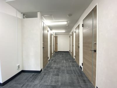 渋谷ワールド宇田川ビル 1人半個室 RoomF(7F)の入口の写真