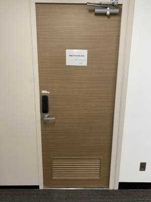 共用部入口扉 - 渋谷ワールド宇田川ビル 1人半個室 RoomF(7F)の入口の写真