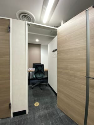 渋谷ワールド宇田川ビル 会議室 1人半個室 RoomG(7F)の室内の写真