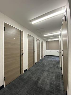 渋谷ワールド宇田川ビル 会議室 1人半個室 RoomG(7F)の入口の写真