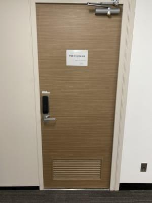 共用部入口扉 - 渋谷ワールド宇田川ビル 会議室 1人半個室 RoomG(7F)の入口の写真
