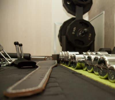 ダンベル各種 - B-Eliteジム レンタルジムスペースの室内の写真