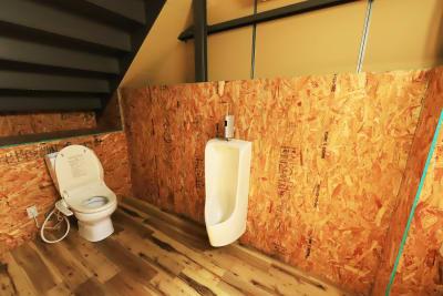 トイレは1Fのみ。男女共用。 - イープ清水倉庫 フリースペースの設備の写真