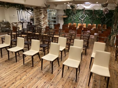 最大席数は90席 - GREEN LOUNGE イベントスペースの室内の写真